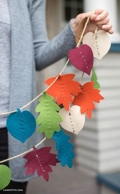 DIY Fall Leaf Decor Projects If you are a fan of pretty fall leaves and DIY fall crafts, join us and check out these fall leaves decorations! Fall leaf crafts are easy for kids too! Autumn Leaves Craft, Fall Leaf Garland, Diy Christmas Garland, Autumn Crafts, Diy Garland, Fall Leaves, Diy Autumn, Garland Ideas, Santa Christmas