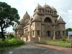 Belur Math - It is a temple located in Kolkata and also symbolize the peaceful life of Swami Vivekananda. The is designed in such a way that it incorporates hindu, and islamic aspects in it. This makes it a perfect example of secular in India. India Architecture, Amazing India, Swami Vivekananda, Peaceful Life, Beautiful Castles, West Bengal, Tourist Places, Places Of Interest, Photos Of The Week
