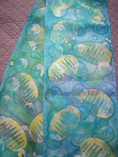 Simple Batik tutorial: this is with fabric paints. Can use with thickened dye, too.