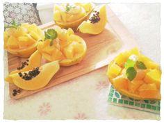 パパイヤが安かったので 大量にピューレを作りました! ピューレにさらにバナナピューレを 混ぜやろやかな甘さを! それを使ってムースを作り パパイヤの果実容器な流して オレンジ、グレフル、パパイヤ ミント、金箔をあしらいました!! かなり変わり味のムース! レシピは明日までに編集します! 作フォト待ってます!! - 33件のもぐもぐ - パパイヤとバナナのムース by さゆりん