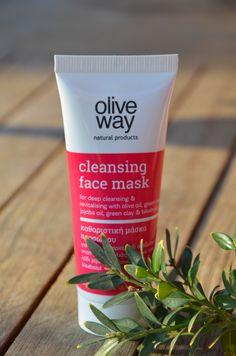 Dokonale vyčištěnou pleť můžete mít díky výtažku ze zeleného čaje a jílu. Vyzkoušejte masku na obličej Oliveway.