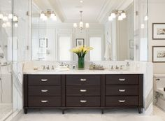 In order to help people with such problems, we have made a collection of 21 Outstanding Transitional Bathroom Designs