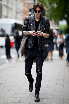 All the best looks from outside the London Collections: Men Spring 2016 shows. Dark Fashion, Grunge Fashion, Boy Fashion, Winter Fashion, Mens Fashion, Fashion Outfits, Look Street Style, Street Style 2016, Rock Style