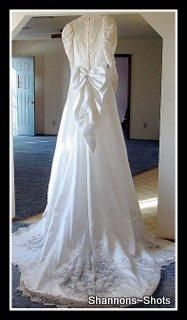 FREE SHIPPING & HUGE DISCOUNT marked down for last time to $175 VINTAGE 1980'S WEDDING GOWN WITH TRAIN