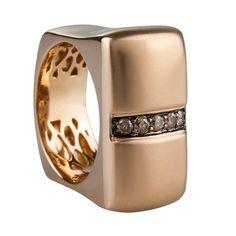 Sortija en oro rosado de 18 kilates con diamantes champagne e incoloro  18K Rose gold ring with champagne diamonds