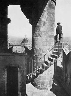 sulla torre di Arnolfo di Palazzo Vecchio. Porta ad una piccola stanza usata in passato come prigione. Florence , province of Florence , Tuscany region Italy