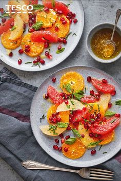 This refreshing salad makes the most of seasonal clementines, grapefruit and pomegranate for a zingy plate of flavours that will brighten up the beginning or end of any winter meal. Citrus Recipes, Fruit Salad Recipes, Brunch Recipes, Snack Recipes, Healthy Recipes, Grapefruit Salad, Tesco Real Food, Mediterranean Dishes, How To Make Salad