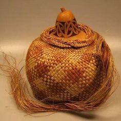 Hue (Gourd) by Veranoa Hetet incorporating the kowhaiwhai pattern around the gourd neck taught to her by her father Rangi Hetet. Flax Weaving, Weaving Art, Black And White Google, Maori Designs, Maori Art, Indigenous Art, Gourd Art, Aboriginal Art, Gourds