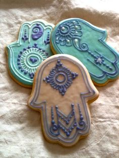 Hamsa cookies ~ inspired by the designs. Royal Icing Cookies, Cupcake Cookies, Sugar Cookies, Henna Cake, Biscuits, Decoration Patisserie, Henna Party, Galletas Cookies, Hand Of Fatima
