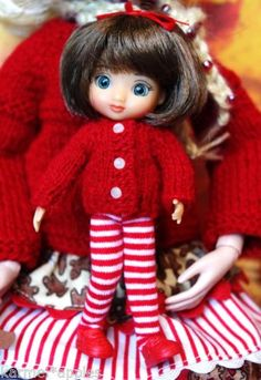 TiNy-KNiTs-a-cute-handknit-sweater-in-RED-for-Amelia-Thimble-or-Izzy-4-DoLLs