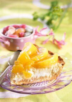 Helppo persikka-rahkapiirakka sopii erityisesti pääsiäiseen.