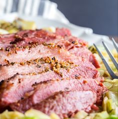 close up of baked corned beef recipe sliced on cabbage The best, EASIEST way to make corned beef in the oven. You'll never boil corned beef again after trying this juicy, moist, fall-apart baked corned beef. Corned Beef Seasoning, Roasted Corned Beef, Cooking Corned Beef, Beef Brisket Recipes, Corned Beef Brisket, Oven Cooking, Cooking Recipes, Healthy Recipes, Healthy Food