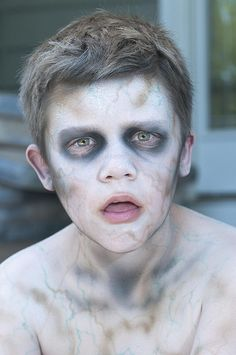 Halloween Zombie Makeup for Kids: These looks will add some scare to any costume. Diy Zombie Kostüm, Kids Zombie Makeup, Zombie Kid, Ghost Makeup, Zombie Walk, Kids Makeup, Zombie Halloween Makeup, Boy Zombie Costume, Zombie Make Up