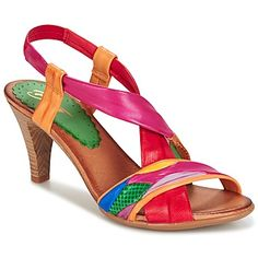 Bright colours: that's what gives character to these leather sandals by Betty London. Low Heel Shoes, Shoes Heels Wedges, Mega Fashion, London Shoes, Shoe Boots, Shoe Bag, Colorful Shoes, Comfortable Heels, Trendy Shoes