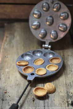 Xmas Cookies, Griddle Pan, Coffee Time, Kitchen, Food, Pine Cones, Crack Crackers, Kitchen Fixtures, Diet