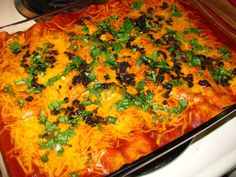 Pioneer Woman Perfect Enchiladas- Hot and bubbly and amazingly delicious! These beef enchiladas are from The Pioneer Woman on Food Network. Enchilada Recipes, Beef Recipes, Mexican Food Recipes, Dinner Recipes, Cooking Recipes, Ethnic Recipes, Yummy Recipes, Dinner Ideas, Enchilada Sauce