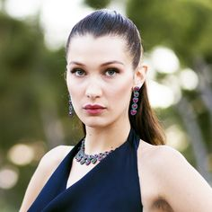 Bella Hadid knows that extra long lashes and a subtle smoky eye make for a super sultry beauty look