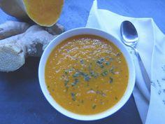 La ricetta della mia vellutata arancione allo zenzero: una deliziosa zuppa invernale a base di carote, zucca, zenzero e curry.