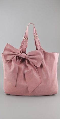 I say...... I am not that into pink, but this handbag seems to call my name...