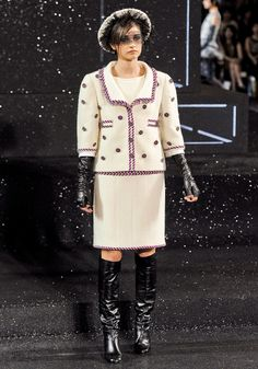 Chanel Fall 2011 Couture - Review - Vogue