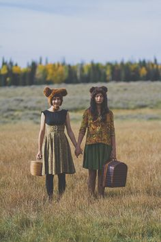 friendship | girlfriends | hold hands | love | paddock | autumn colours | picnic | funny hats | quirky | sweet | friend