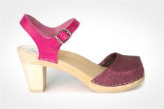 Clog sandal with an open toe front and an adjustable ankle strap. Welcome to www.maguba.com for more info.