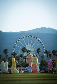 O Coachella Valley Music and Arts Festival costuma ser lembrado apenas como um grande evento musical. E não é à toa, já que a edição deste ano reuniu artistas como Radiohead, Lady Gaga e Kendrick Lamar – para ficar só na principal atração de cada dia. Mas o festival é muito mais.  São dois finais de semana em que o deserto de Indio, ...