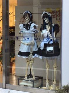 When it's spOOky season but you also want to look cute - When it's season but you also want to look cute - iFunny :) Bazar Bizarre, Poses, Images Terrifiantes, Images Kawaii, Style Hipster, Grunge Style, Soft Grunge, Tokyo Street Fashion, Maid Outfit