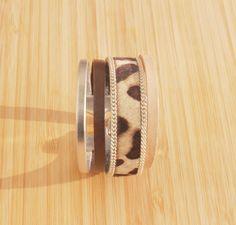Bracelet manchette en cuir Leopard, argenté et chocolat : Bracelet par ccedillle