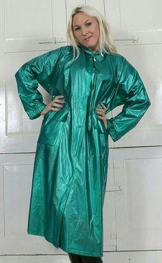 Vinyl Raincoat, Pvc Raincoat, Raincoat Jacket, Plastic Raincoat, Imper Pvc, Rain Fashion, Green Raincoat, Rubber Raincoats, Langer Mantel