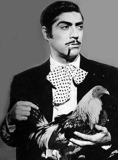 Luis Aguilar fue un actor y cantante de música ranchera de la época de oro del cine mexicano, conocido popularmente como El Gallo Giro por la película homónima que estelarizo.
