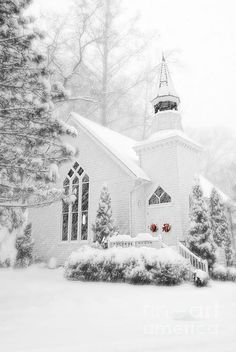 Church in Winter White ~ Christmas : peekingthruthesunflowers Winter Szenen, Winter Magic, Winter White, Snow White, Maine Winter, Old Country Churches, Old Churches, Country Roads, Snow Scenes