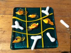 Glass TcTacToe Fish vs Coral. Collectorsitem or Aruban souvenir? Flameworked and fused. Terrafuse, by Marian