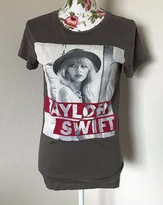 Taylor Swift Women's Size Small Red Tour Era Graphic T Shirt 100% Cotton EUC #TaylorSwift #GraphicTee