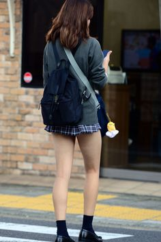 School Girl Japan, Japanese School Uniform Girl, School Uniform Girls, High School Girls, Japan Girl, Outfits Teenager Mädchen, Teen Girl Outfits, Cute Japanese Girl, Japanese Sexy