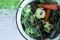 """Tojedna z największych podstaw zdrowej kuchni, jeden z kluczowych elementów logistyki zdrowego odżywiania… Domowy bulion warzywny to moje prawdziwe """"must have"""", a ostatnio olśniło mnie, że za jednym Sprouts, Cabbage, Paleo, Vegetables, Cooking, Healthy, Recipes, Food, Kitchen"""