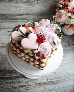Getting smart with valentine cake decorating tips 4 – fugar Pretty Cakes, Beautiful Cakes, Amazing Cakes, Food Cakes, Mini Cakes, Cupcake Cakes, Heart Shaped Cakes, Heart Cakes, Valentines Day Cakes