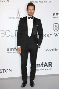 Let Tom Ford show you how to wear a velvet dinner jacket - GQ.co.uk
