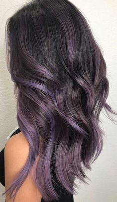 Trendy Winter Hair Color Ideas - - Summer to fall and about to entry into winter, switching up your whole beauty routine is a must—especially when it comes to your hair color. Lavender Hair Colors, Lilac Hair, Hair Color Purple, Hair Dye Colors, Hair Color For Black Hair, Brown Hair Colors, Ombre Hair, Brown Hair With Purple, Winter Hair Colors