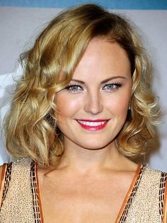 Subtle highlights add extra glamour to Malin Akerman's softly waved bob. via @stylelist