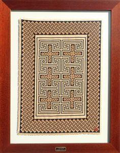 Cruzes® - Menção honrosa FIALISBOA 2015: melhor peça de artesanato contemporâneo; Dimensões: 70 X 55 cm