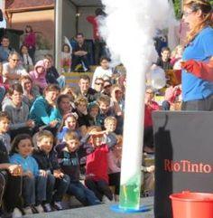 liquid nitrogen bubbling volcano demo - SciTech, Perth