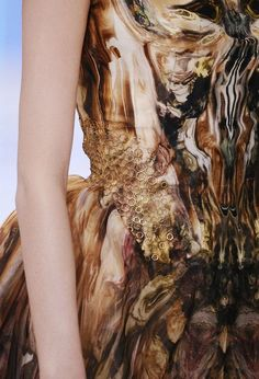 Sweetpea Path, the-moth-princess: Alexander McQueen  Interesting surface design