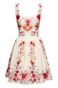 Love this floral dress--- ornate, and simple at the same time! :: Retro Fashion:: Vintage Style:: Spring Dresses:: Floral Fashion