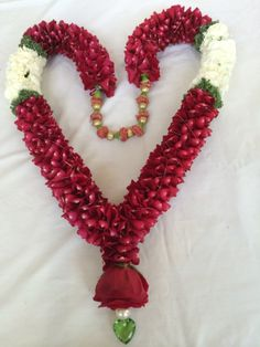 4 Indian Wedding Flowers, Flower Garland Wedding, Floral Garland, Indian Wedding Decorations, Flower Garlands, Bridal Flowers, Flower Decorations, Floral Wedding, Wedding Garlands
