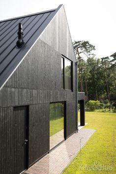 Het uiteindelijke ontwerp heeft het aanzien van een houten huis. Strak qua architectuur maar dankzij de donkere houten gevels in harmonie met de omgeving. We hebben heel lang nagedacht over de indeling. Shed, Outdoor Structures, Barns, Sheds