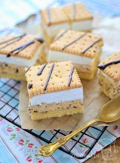 Anyżkowo: Ciasto ze słonecznikiem i bitą śmietaną