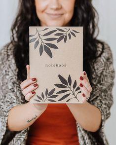 Merkkaa ylös tärkeimmät muistiinpanosi tai käytä vaikka luonnosvihkona!  A5-kokoinen, nidottu vihko.  36 valkoista tyhjää tai viivallista sivua.  100 % ekologinen  Suunniteltu ja valmistettu Savonlinnassa! Notebooks, Notebook, Laptops