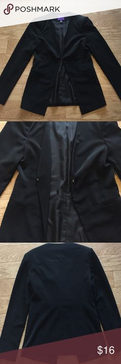 Long tux like blazer 👠 All black women's blazer. Long cut 25inches long in length and 16 inches long in width. True to fitting, but the style is a long cut. Sleeves can be folded up too. Very comfortable and warm. Worn twice and in great condition. Material: 100% polyester Forever 21 Jackets & Coats Blazers