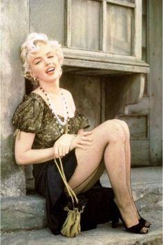 "marilyn - ""hooker sitting"" milton greene 1956"